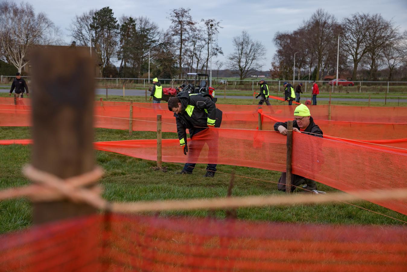 Er is in Rucphen de laatste maanden door de vrijwilligers hard gewerkt aan de opbouw van het parkoers. Zonder dat er een meter op is gereden moet diezelfde mensen dat nu ook weer gaan afbreken. 'Dat is sneu.'