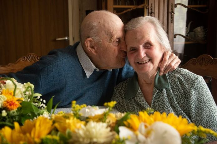 Maurice en Jeannette zijn onafscheidelijk na 77 jaar huwelijk.