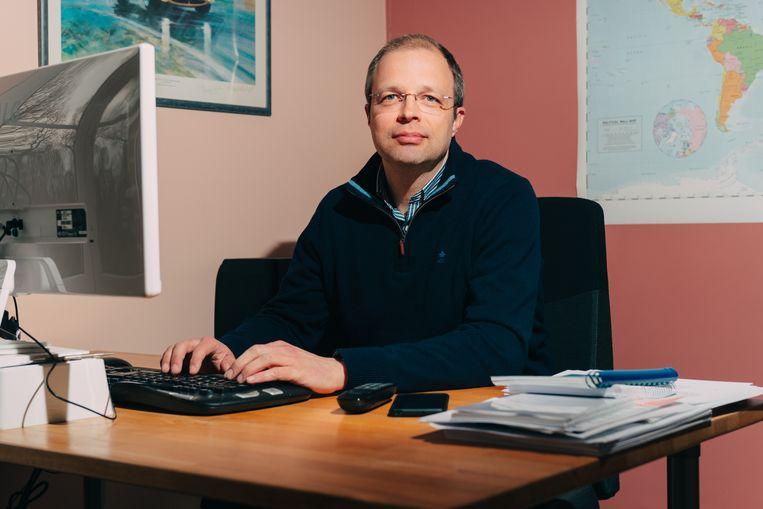 Chemicus Sébastien Guillaume werkt twee dagen per week van thuis uit. Beeld Illias Teirlinck