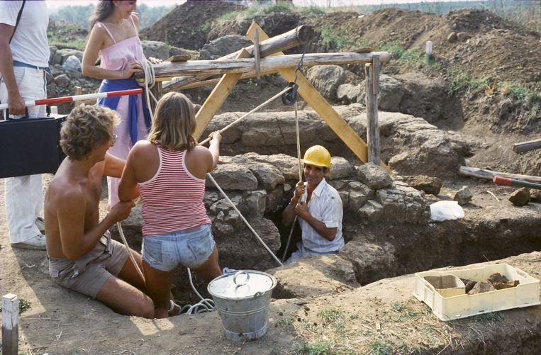 Onderzoek in een waterput (1980) Beeld Privécollectie Marijke Gnade