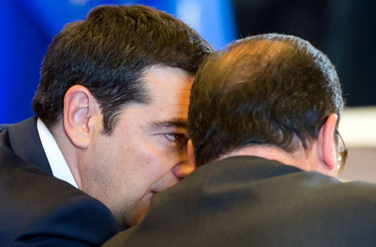 Tsipras en Hollande op de eurotop op 22 juni. Beeld AP