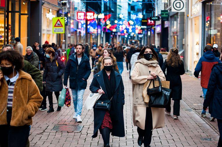 Drukte in de Amsterdamse Kalverstraat. Beeld Hollandse Hoogte / Novum RegioFoto