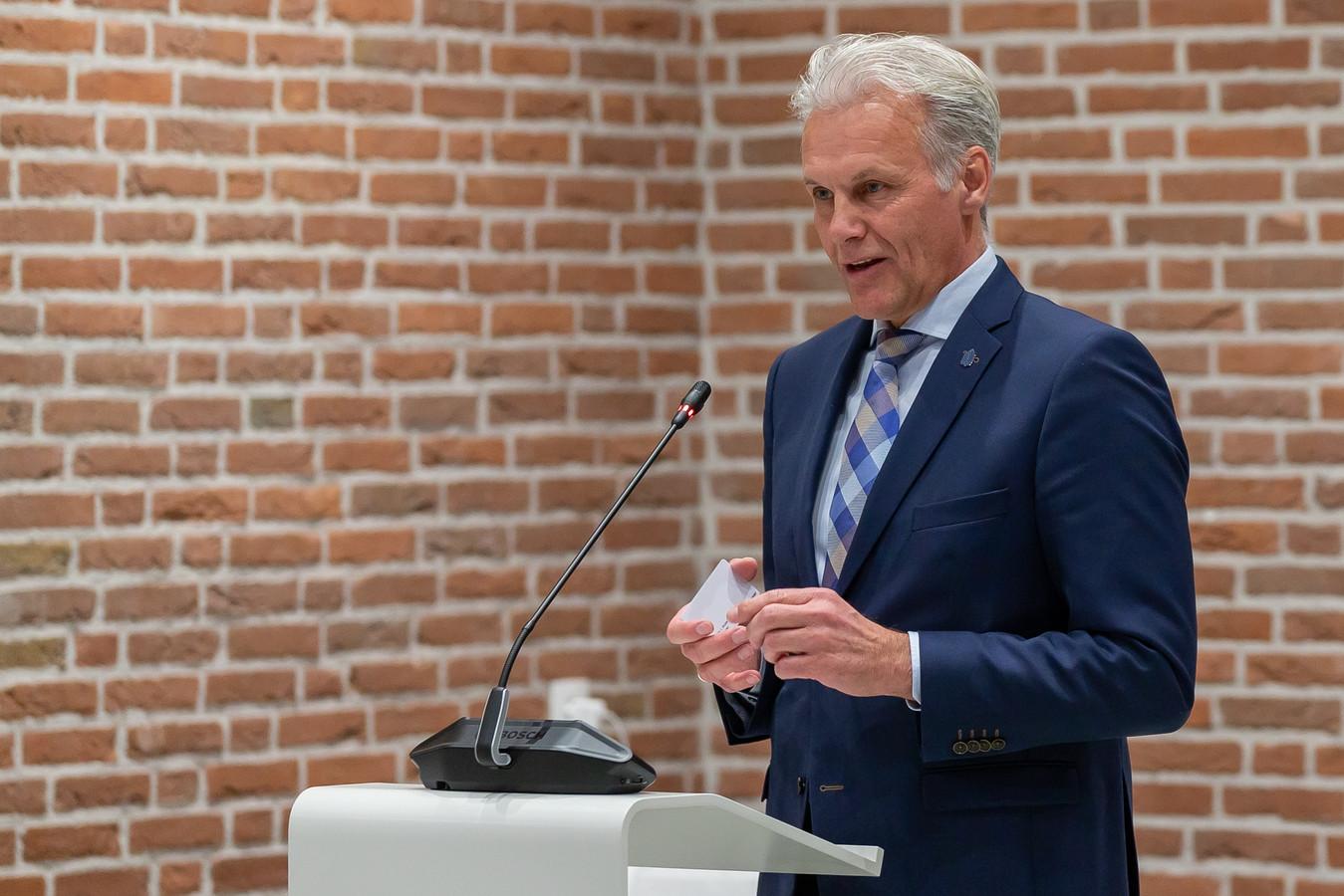 Wethouder Lucas Mulder van Staphorst. Hij verklaarde zeven zware maanden achter de rug te hebben, maar nu schoon schip te willen maken.