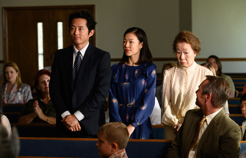 Vlnr Steven Yeun (vader Jacob), Han Yeri (moeder Monica) en Yuh-jung Youn (oma Soonja). Beeld September Film