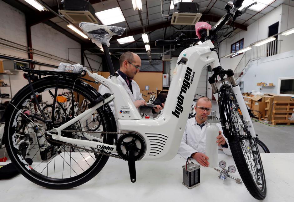 De productie van de waterstoffiets bij Pagma Industries in Frankrijk.