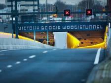 Eerste auto's rijden over Rotterdamsebaan