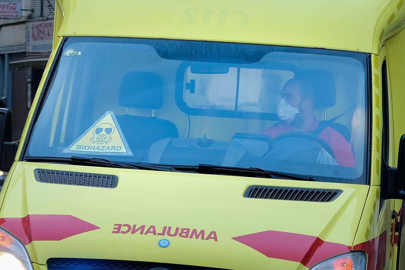 De brandweer heeft weer meer ambulanceritten met coronapatiënten.