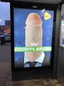 Een nieuwe poster in de abri aan de Weurtseweg in Nijmegen.