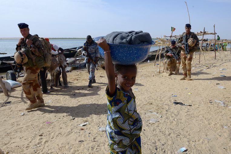 Franse militairen in een Malinees dorp. Beeld Hollandse Hoogte / AFP