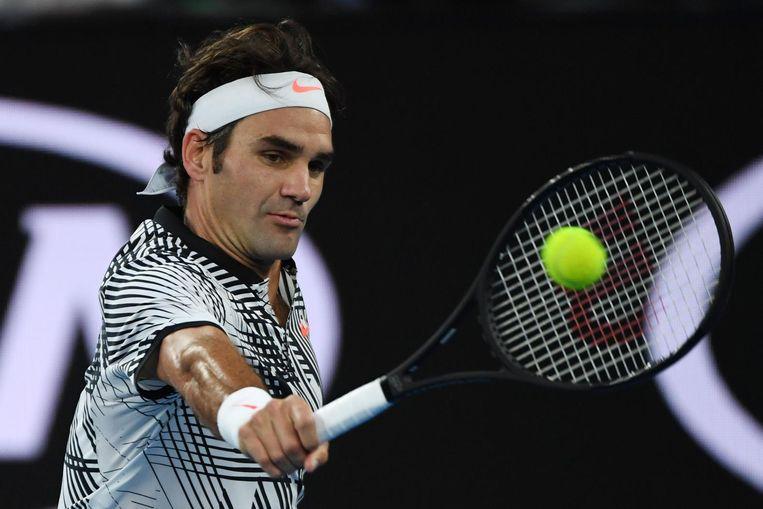 Federer demarreerde op 5-5 met knappe passeerslagen met de backhand en won de tweede set met 7-5. Beeld ap