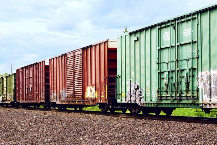 Het vervoer van gevaarlijke stoffen op de spoorlijn Moerdijk-Roosendaal neemt toe.