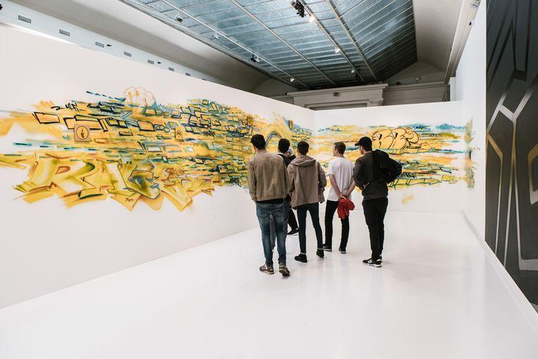 Een scènebeeld uit 'YO. Brussels Hip-Hop Generations' in BOZAR. Beeld Wouter Van Vooren
