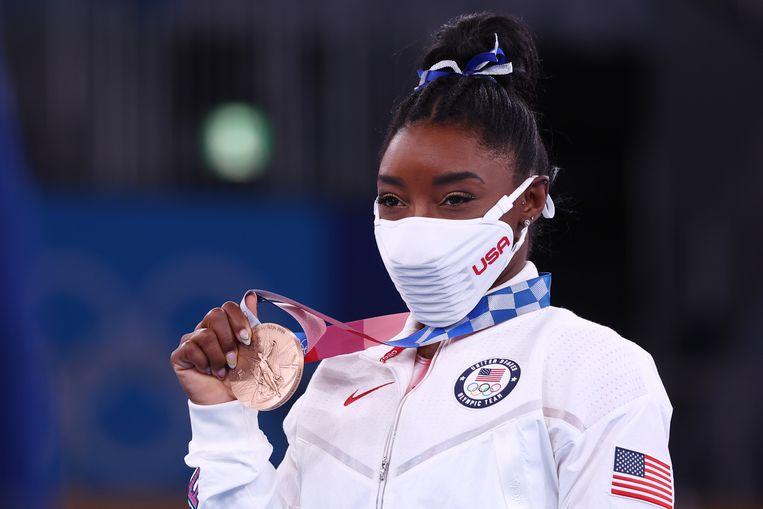 Simone Biles heeft een bronzen medaille gepakt op het onderdeel balk.  Beeld REUTERS