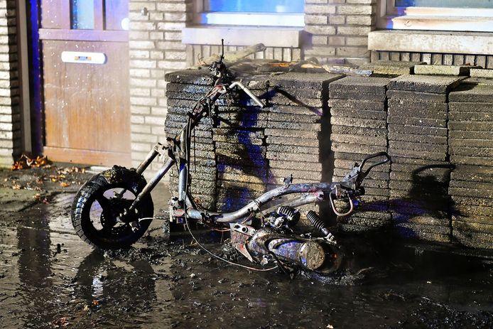 Scooter verwoest door brand in Valkenswaard.