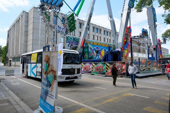 De vacci-bus op de Zuidfoor in Brussel.