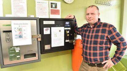 Dieven manipuleren geldautomaat