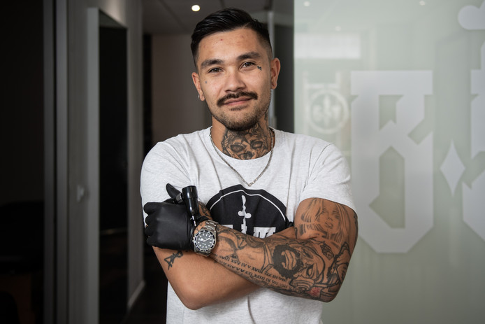 Black Smoke Tattoo Gaat Weg Uit De Stad Maar Tatoeëerders