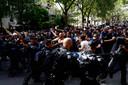De Franse oproerpolitie had het af en toe aan de stok met de betogers in Parijs.