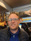 """Johan Hoek staat weer met zijn lederwaren op de weekmarkt in Zevenbergen. ,,Ik heb winkels bevoorraad. Ook leuk."""""""