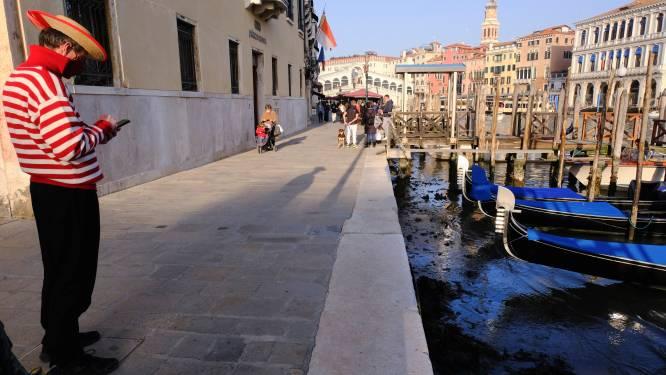IN BEELD. Extreem laagtij zet beroemde kanalen in Venetië bijna droog
