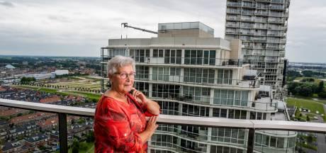 Corrie (70) klaagt over geluidsoverlast, maar niet omdat ze er zélf last van heeft: 'Dit is gewoon niet gezond'