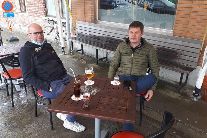 Jeroen Prové van drankencentrale Pede en burgemeester Tim De Knyf (NH) waren eveneens op menig terras te vinden.