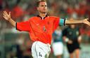 Frank de Boer als captain van Oranje tijdens het WK 1998 in Frankrijk.