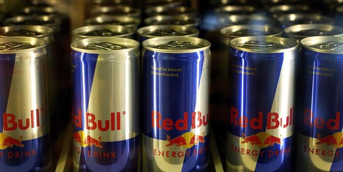 Blikjes Red Bull, foto ter illustratie.