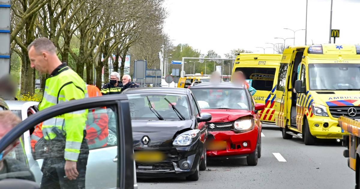 Gewonde en flinke file door aanrijding met vier auto's op N325 bij Arnhem.
