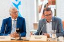 Waarnemend burgemeester Yves de Boer en wethouder Harry van Hal tijdens een persconferentie na de brand op Landgoed Haarendael in augustus 2019.