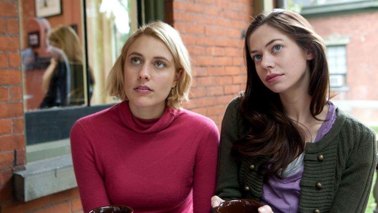 Greta Gerwig en Analeigh Tipton in Damsels in Distress. Beeld null