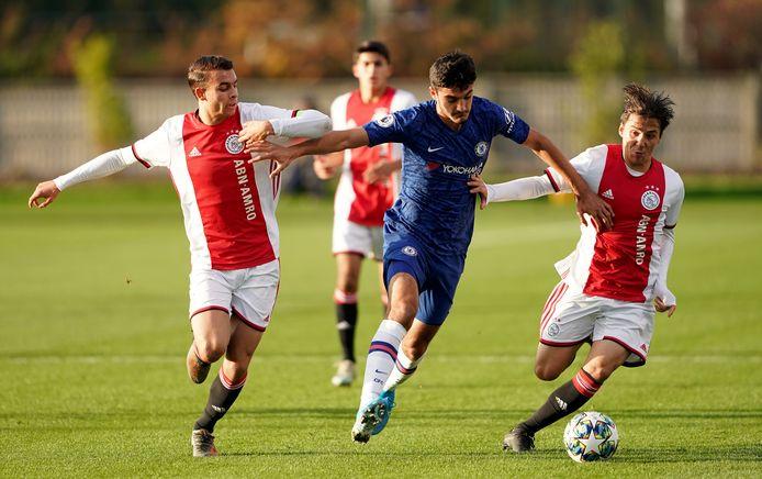 Armando Broja als jeugdspeler van Chelsea tegen Ajax.