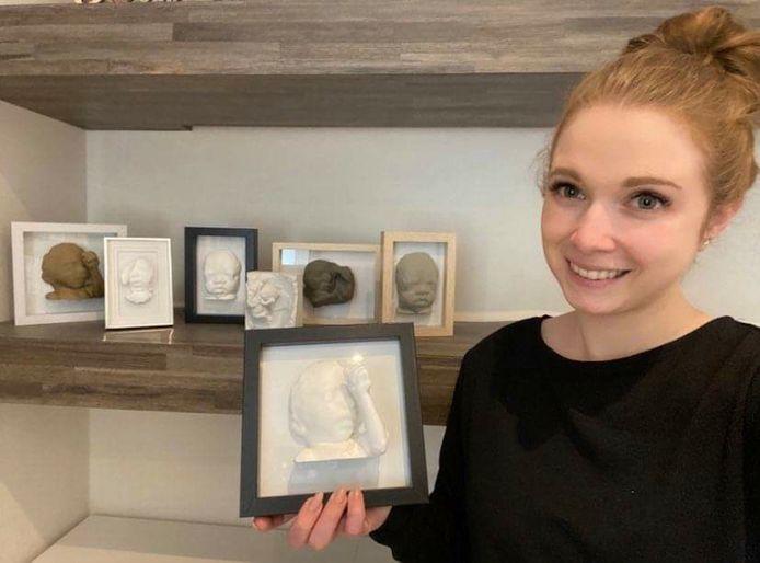 Tessa Vermeiren met één van haar werken.
