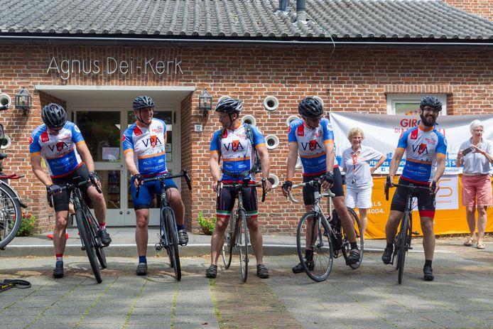 In Aalst staan de wielerhelden klaar voor (weer) een etappe van de sponsortoerrit.