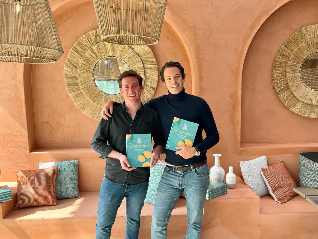 Laurent en Maxence van Pulpo met hun nieuwe kookboek Mediterraneo.