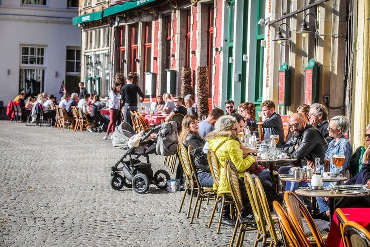 De terrassen Markt mogen in de toekomst meer dan één rij stoelen en tafels zetten.