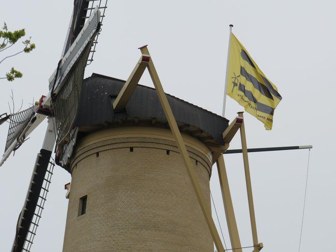 De nieuwe vlag van Stichting Schiedamse Molens.