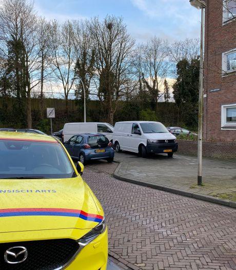 Vraagtekens rond dode in Deventer flatwoning; man aangehouden