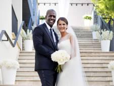 Joop van den Ende pinkt traantje weg op romantische bruiloft dochter Iris