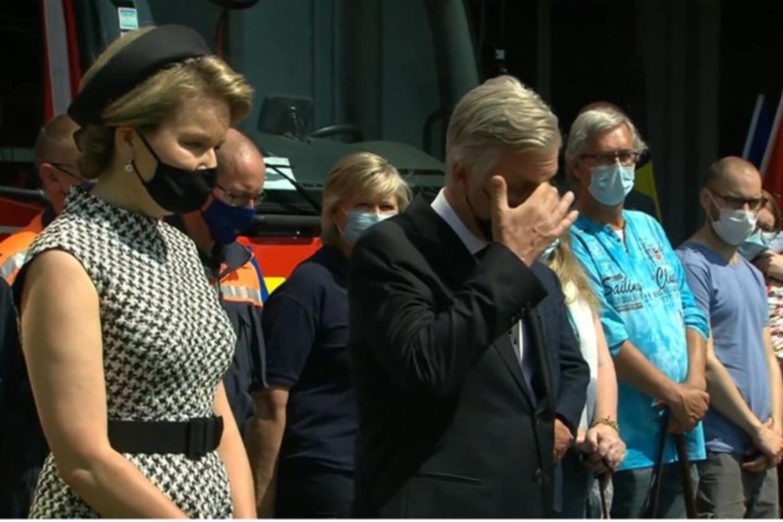 Koning Filip kan in Verviers zijn tranen niet bedwingen Beeld