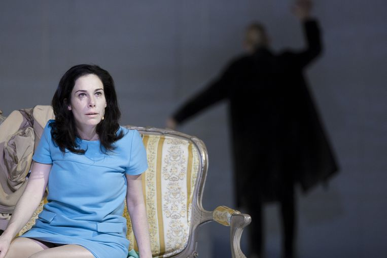 Halina Reijn speelt de hoofdrol in toneelklassieker Nora Beeld Jan Versweyveld