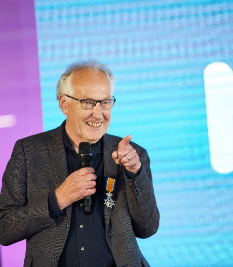 Lochemse ontwerper Johan Weernink van bekende overblijfbekers en broodtrommeltjes geridderd: 'Boegbeeld van Mepal'