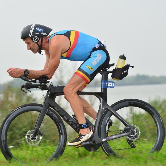 Christophe Quartier werd knap tweede op het WK volledige Ironman in het Nederlandse Almere. Hij moest enkel een Duitser voor zich dulden.