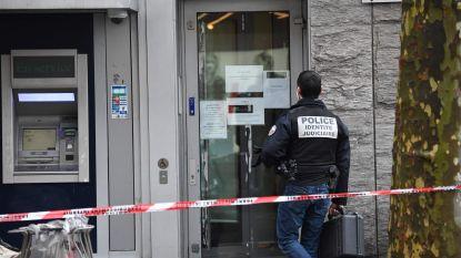 Overvallers gijzelen personeel urenlang en plunderen kluizenzaal van bank op Champs-Élysées