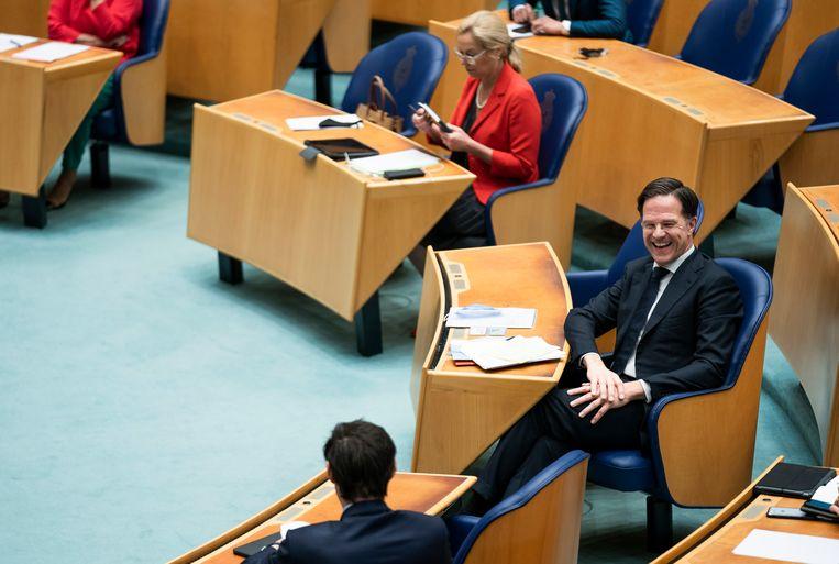 Mark Rutte in gesprek met Wopke Hoekstra tijdens het debat over de formatie in de Tweede Kamer.  Beeld Freek van den Bergh / de Volkskrant