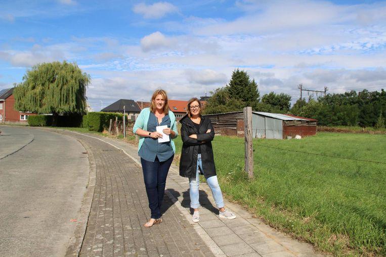 Buurtbewoners Sara Crooymans en Els Colans verzamelden 280 handtekeningen tegen de bouw van de woontoren.