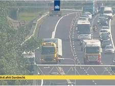 Ongeval met vrachtwagens op A16: weg weer vrijgegeven