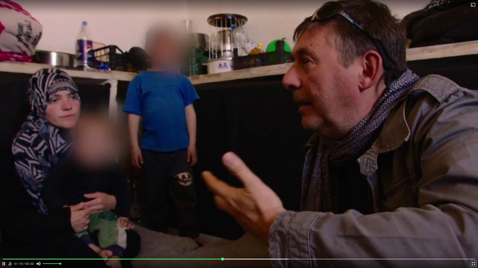 VRT-journalist Rudi Vranckx bij de vrouwen in Syrië (Archiefbeeld ).