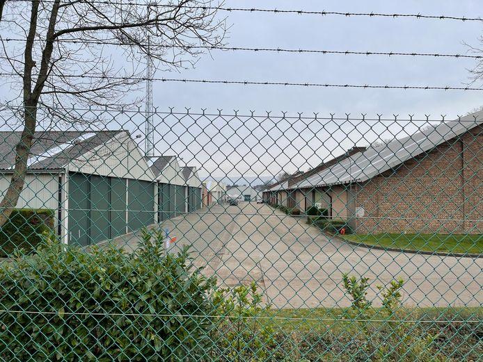 Zit er al dan niet asbest in de loodsen op domein Het Park in Landen?