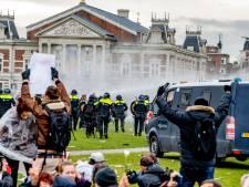 Politie-eenheid Oost-Nederland reageert op rellen Amsterdam: 'Bizar'